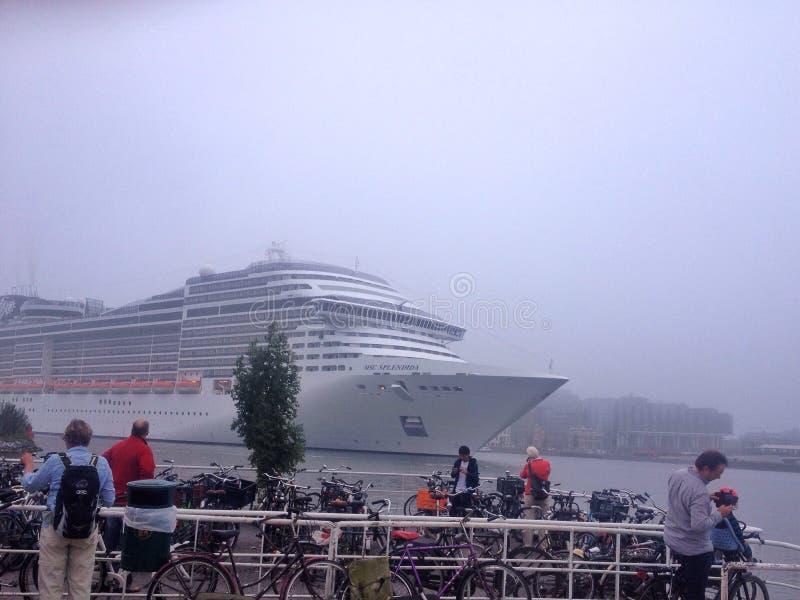 Kreuzschiff-MSC-splendida in Amsterdam stockbild