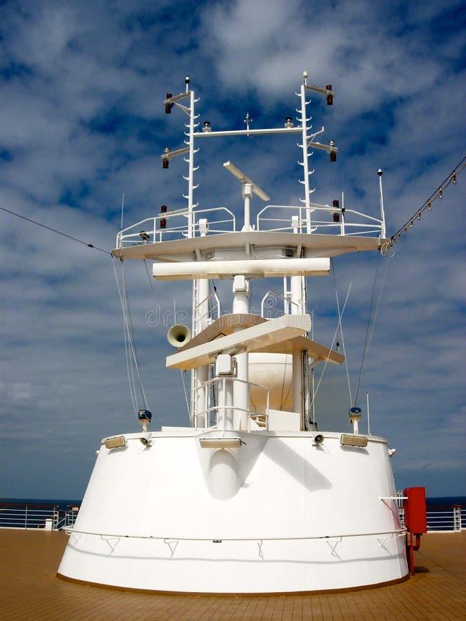 Kreuzschiff-Navigations-Turm gegen blauen Himmel lizenzfreies stockbild