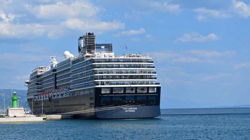 Kreuzschiff Oosterdam machte am Hafen der Spalte Kroatien fest lizenzfreies stockfoto