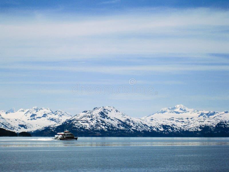 Kreuzschiff an Prinzen William Sound in Alaska lizenzfreie stockfotos