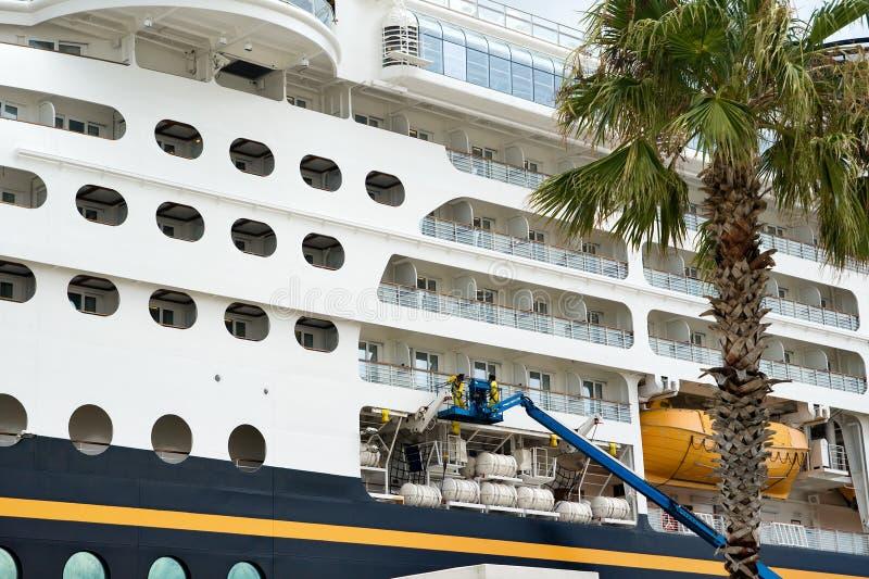 Kreuzschiff-Reparaturen lizenzfreie stockbilder