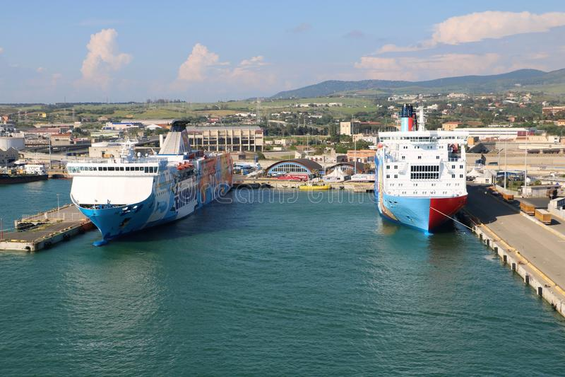 Kreuzschiffhafen in Civitavecchia, Italien lizenzfreie stockfotos