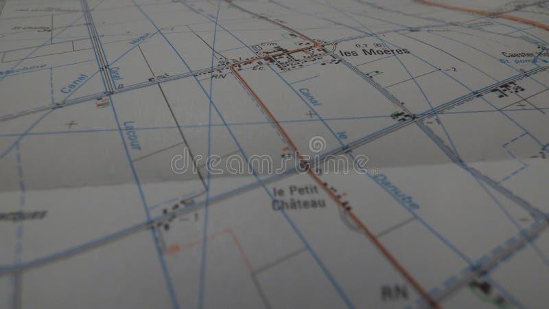 Kreuzungen auf einer Karte lizenzfreie stockfotos