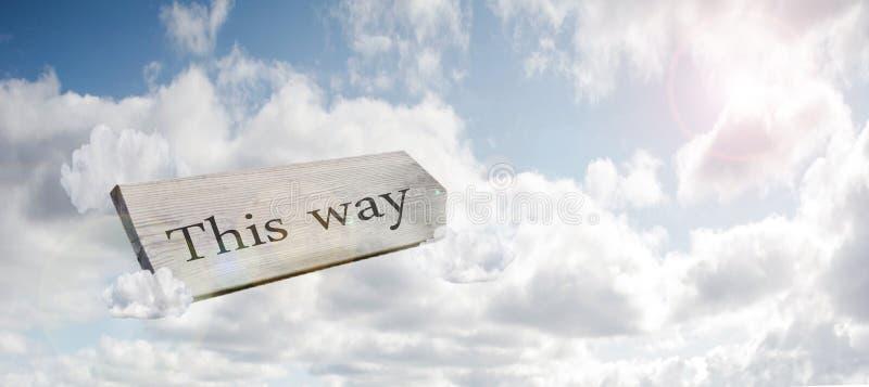 Kreuzungswegweiser, der dieses Weisenkonzept f?r verlorenes, Verwirrung oder Entscheidungen im blauen Himmel sagt lizenzfreie stockfotografie