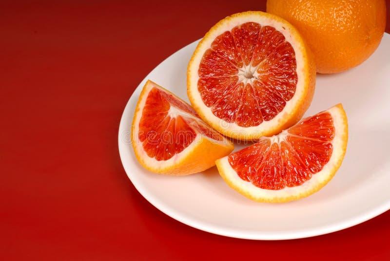 krew pomarańczy rozebranego płytki w cały biały obrazy royalty free