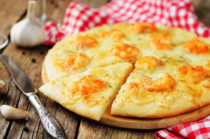 Download Krewetkowego Czosnku Tandetna Pizza Obraz Stock - Obraz złożonej z zakąska, wieśniak: 106918673