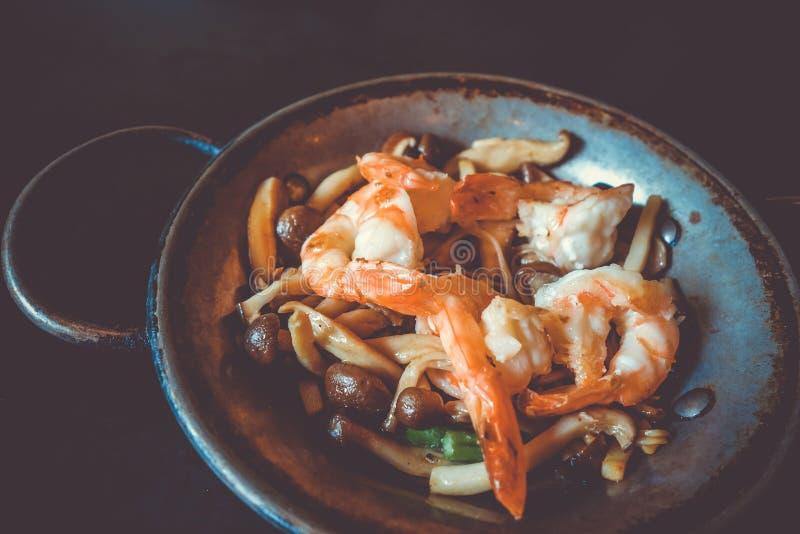 Krewetkowy teppanyaki, japoński tradycyjny gorącego talerza jedzenie obraz stock