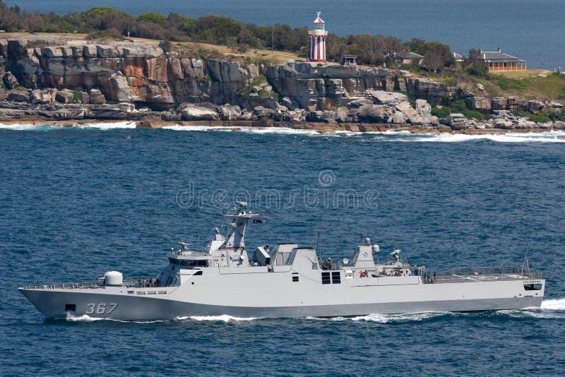 KRI Iskandar Muda 367斯格码类属于印度尼西亚全国军队海军离去的悉尼港口的轻武装快舰 免版税库存图片