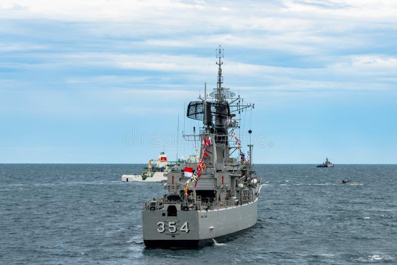 KRI Oswald Siahaan 354, Ahmad Yani-Klasse Korvette der indonesischen Marine stockfotos