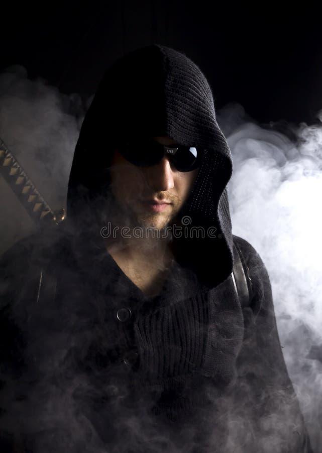 Krieger im abstrakten Rauche auf schwarzem Hintergrund lizenzfreies stockfoto