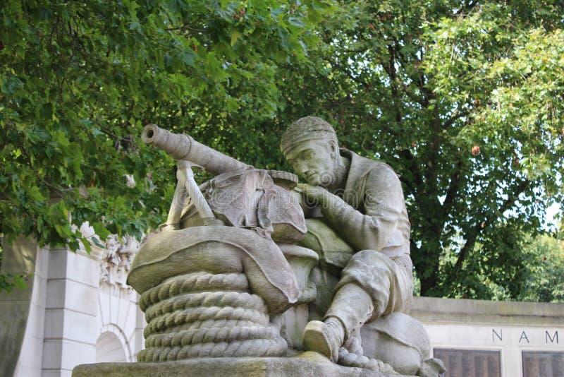 Kriegs-Statuen-Maschinengewehrschütze stockfotografie