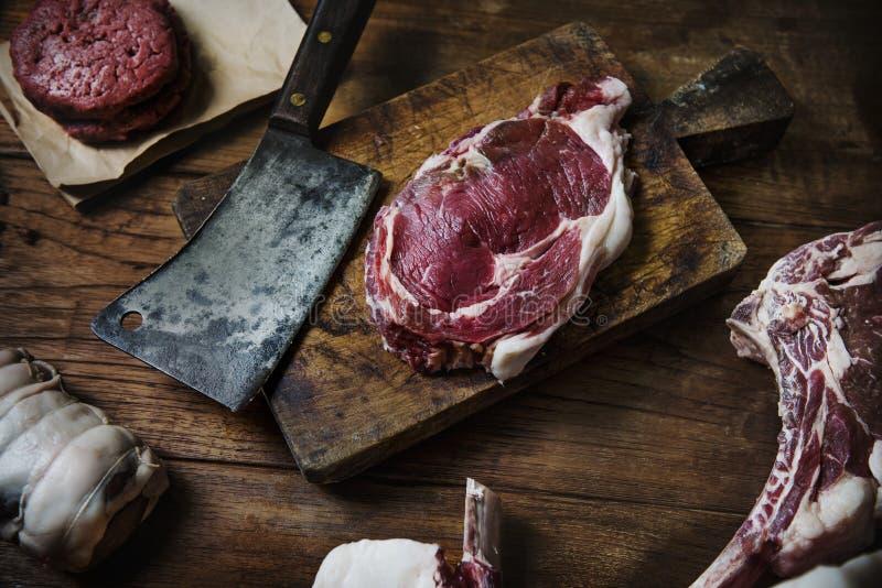Kriegsbeilrindfleischsteak an Metzgerei lizenzfreies stockbild