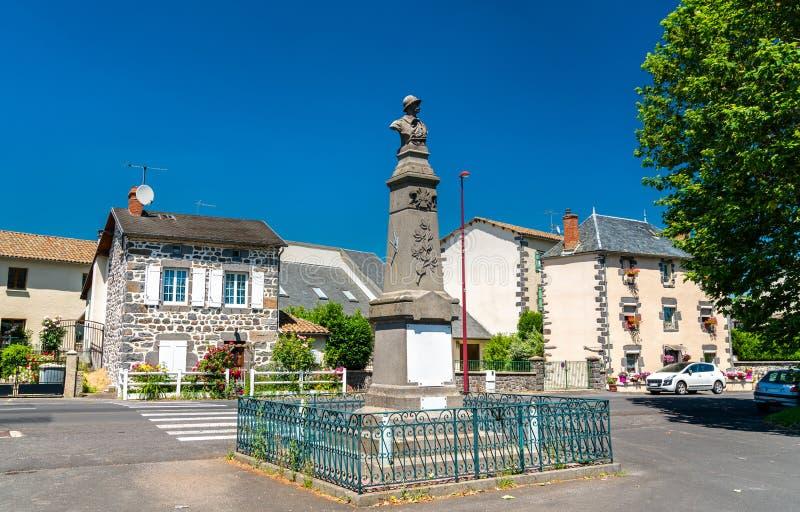 Kriegsdenkmal in Roffiac-Dorf, Frankreich lizenzfreies stockfoto