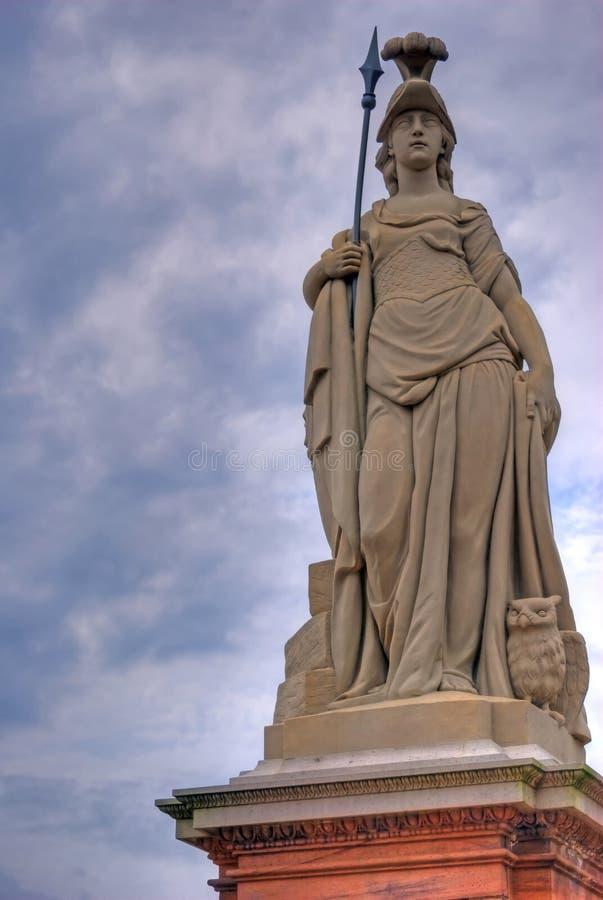 krigare för athena gudinnastaty arkivbild