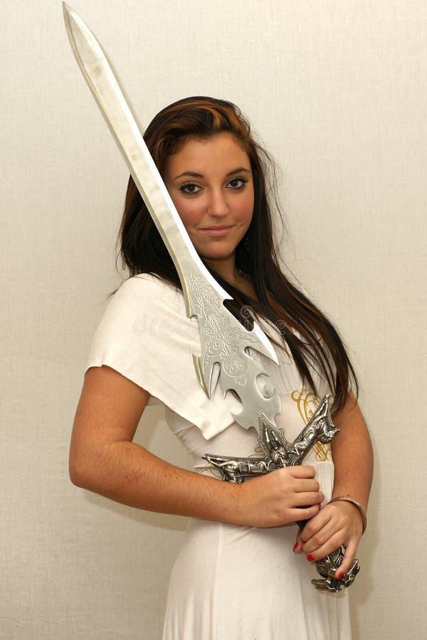 Krigare för ung kvinna med svärdet royaltyfri bild