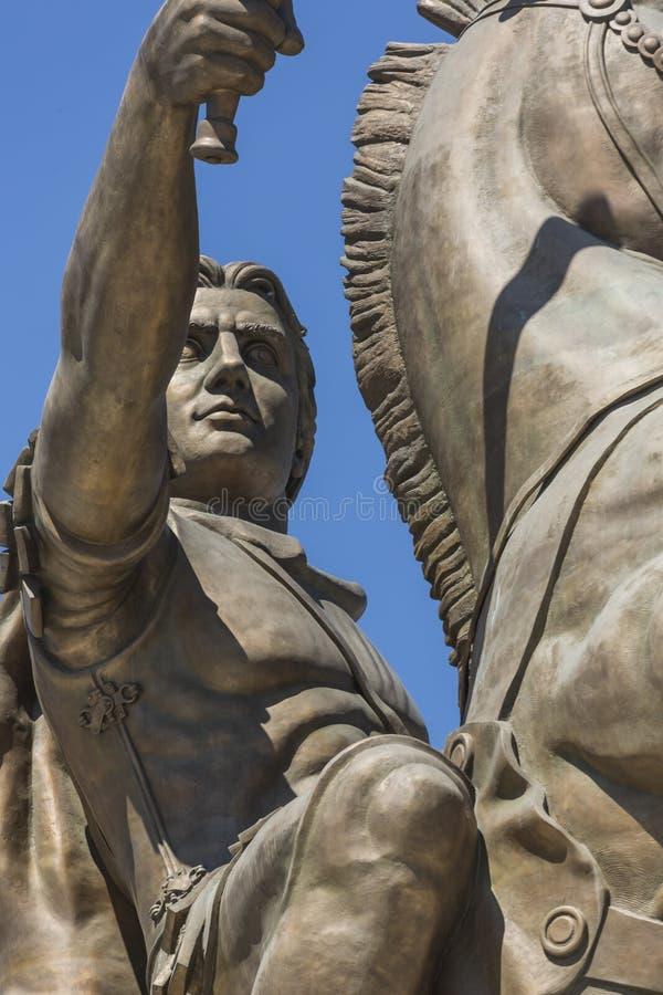 Krigare på en häststaty Alexander det stort på den Skopje fyrkanten royaltyfri bild