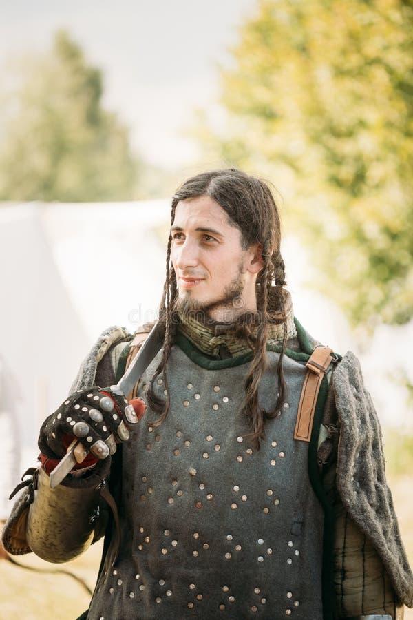 Krigaredeltagare av VI festivalen av medeltida arkivfoto