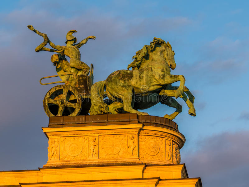 Krigaren på häststatyn, hjältar kvadrerar, Budapest royaltyfria foton