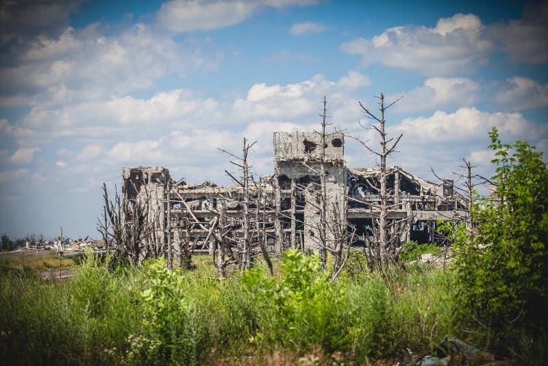 Kriget flygplatsterminal fördärvar i Donbass arkivfoton