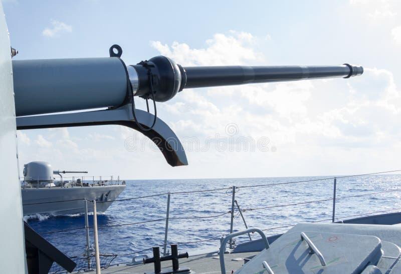 Krigsskepp i havet royaltyfri foto