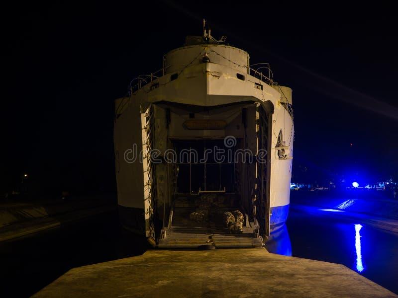 Krigsskepp på natten på Koh Phangan fotografering för bildbyråer