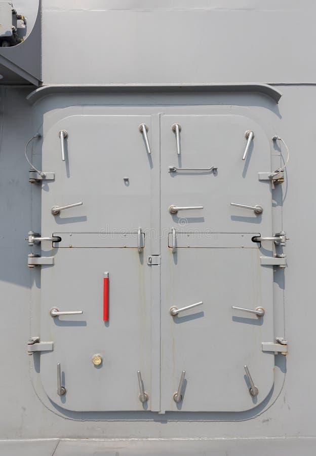 Krigsskepp - säkerhetsdörr royaltyfria bilder