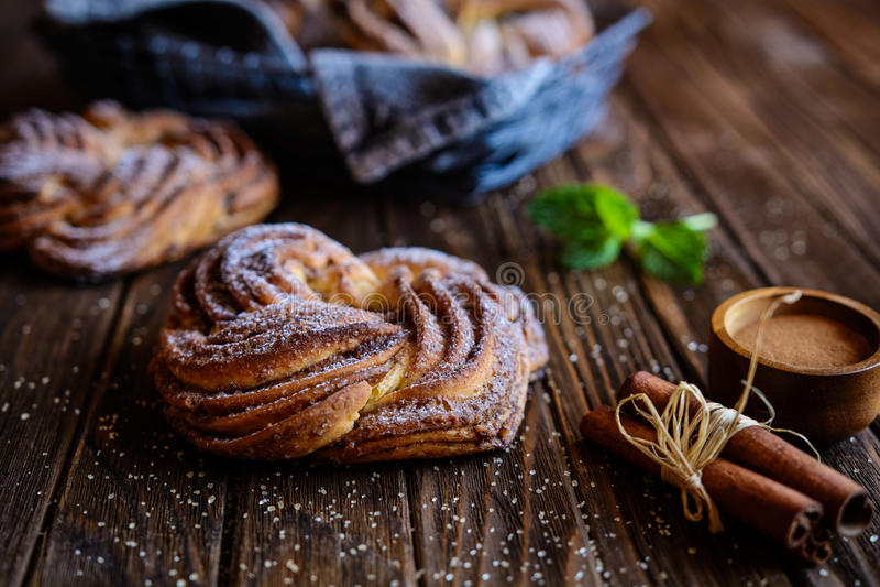 Kringle - het Estlandse brood van de kaneelvlecht stock fotografie