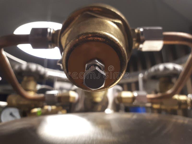 Kriogeniczny naczynie ale zawory Ciśnieniowy regulator obrazy stock