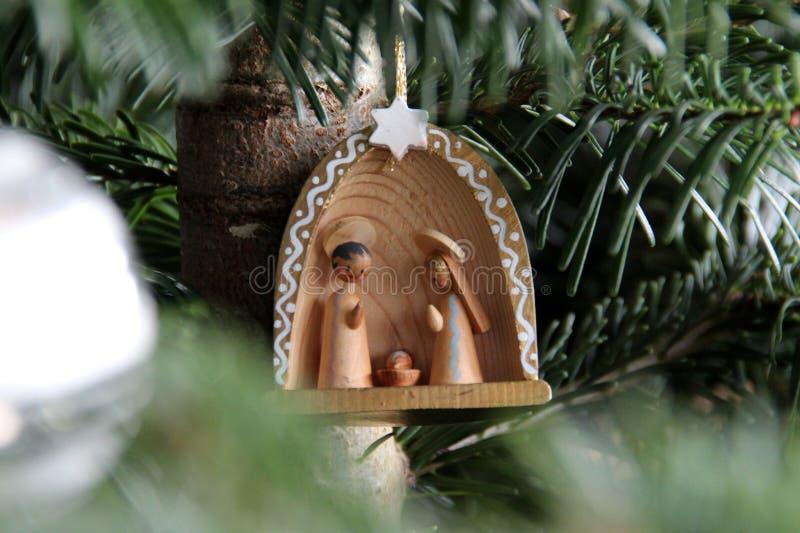 Krippe auf Baum lizenzfreies stockfoto