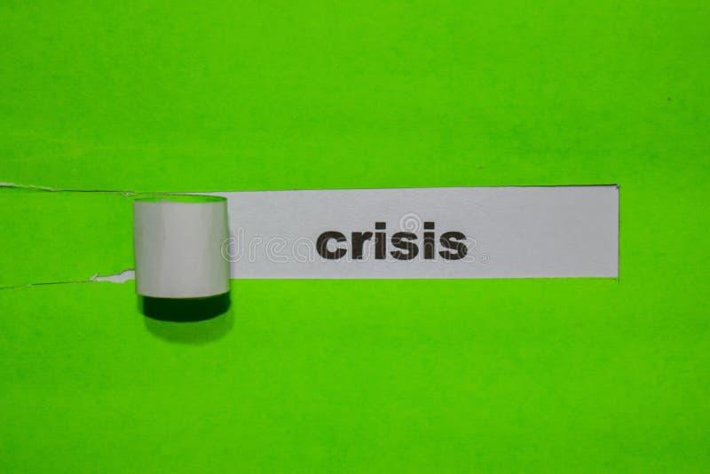 Kris, inspiration och affärsidé på grönt sönderrivet papper royaltyfria foton