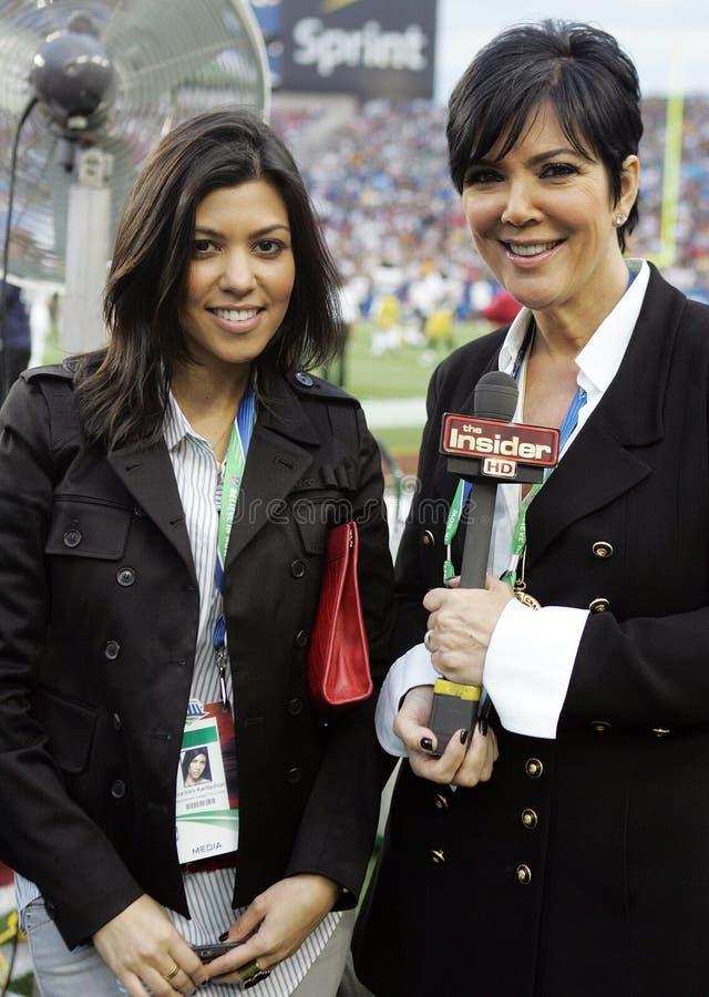 Kris Jenner R et Kourtney Kardashian assistent au Super Bowl XLIII images libres de droits
