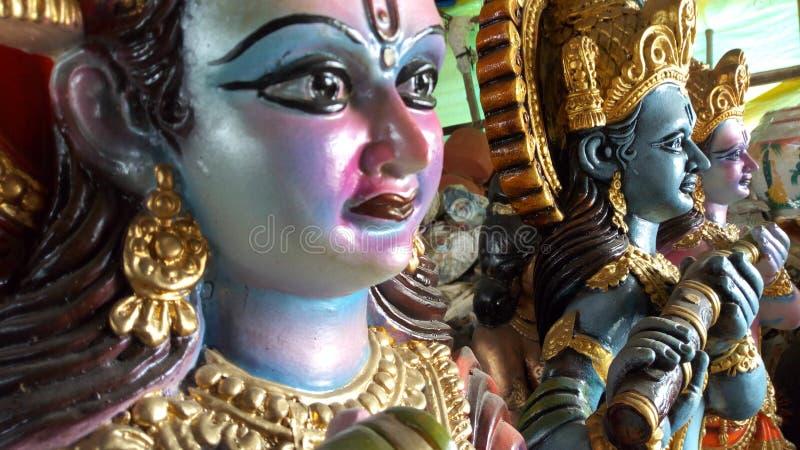 Krishna-Idol innerhalb eines Geschäftes bei Vadodara, Indien lizenzfreies stockbild