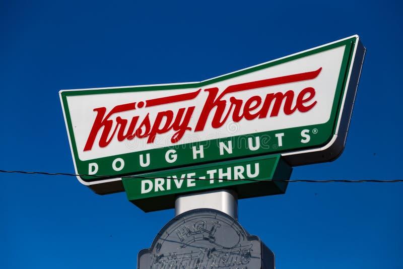 Krispy Kreme Movimentação-através do sinal das filhóses imagens de stock royalty free