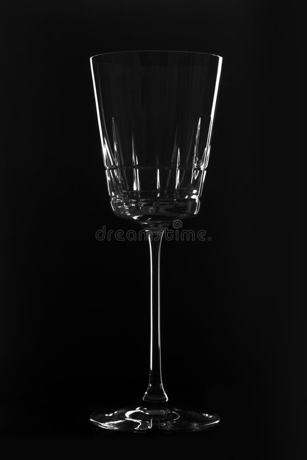 Kristal leeg wijnglas op de zwarte achtergrond stock fotografie