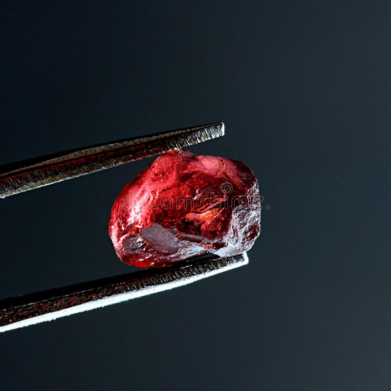 Kristal van granaat, typealmandine stock foto