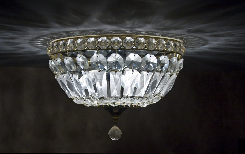 Kristalldeckenleuchter stockbilder