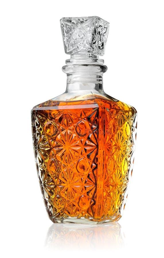 Kristalldekantiergefäß mit Kognak stockfotografie