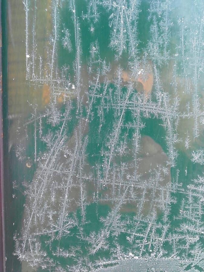 Kristallen van vorst op het glas De de wintervorst stock foto's