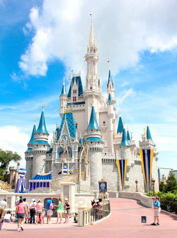 Kristallklar sikt av Cinderellas slott, Walt Disney World royaltyfri fotografi