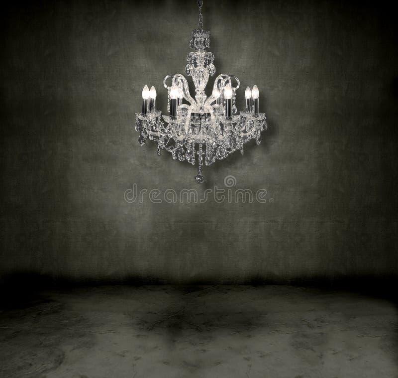 Kristallleuchter in einem Raum lizenzfreies stockfoto