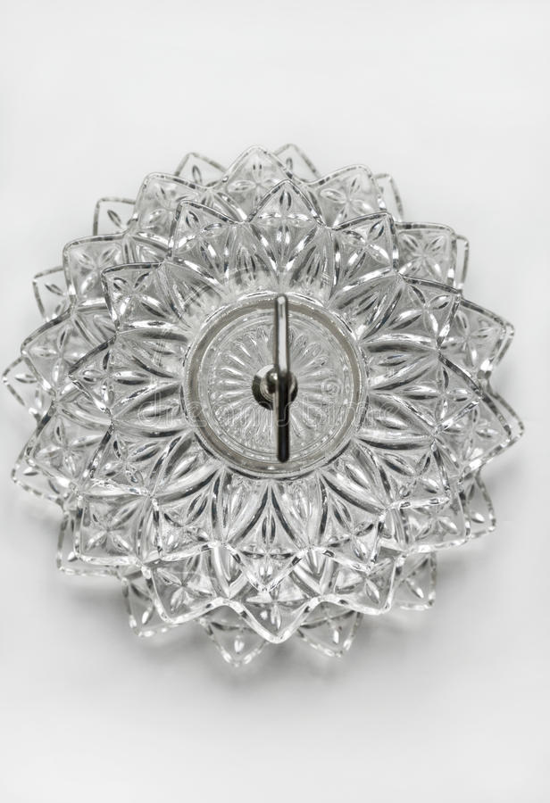 Kristallteller mit überlagertem Glasmuster lizenzfreie stockbilder