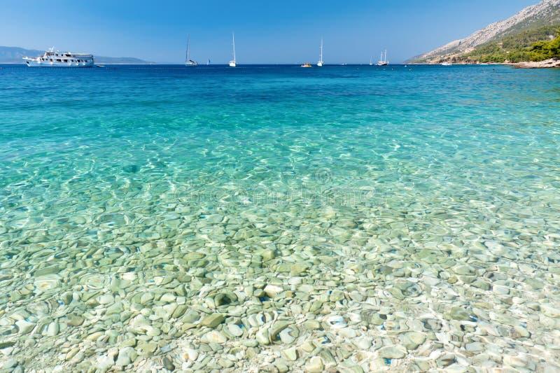 Kristallwasser von adriatischem Meer stockfoto