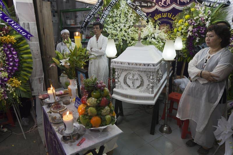 Kristen begravnings- ceremoni i Vietnam royaltyfria foton