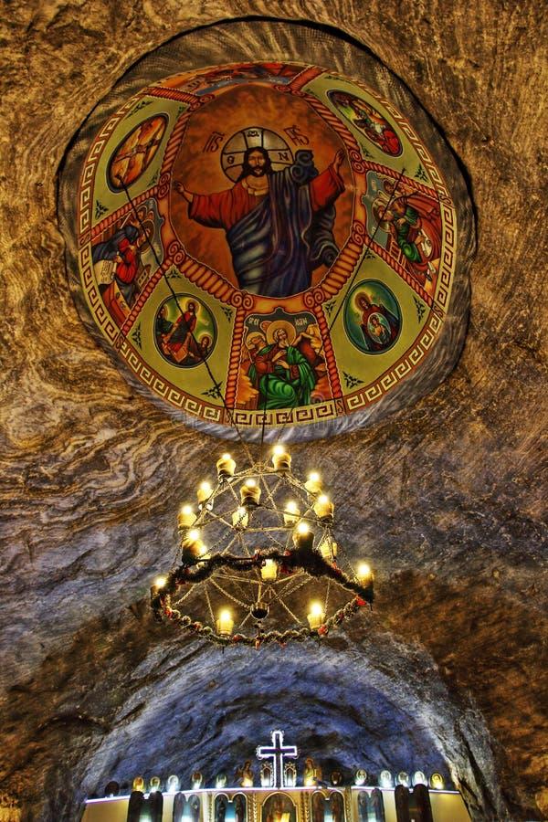 Kristen taktunnelbana för ortodox kyrka i salt min i HDR royaltyfri foto