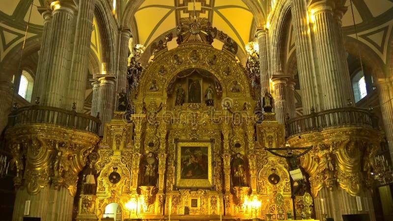 Kristendomenskulpturer i en kloster arkivfoton