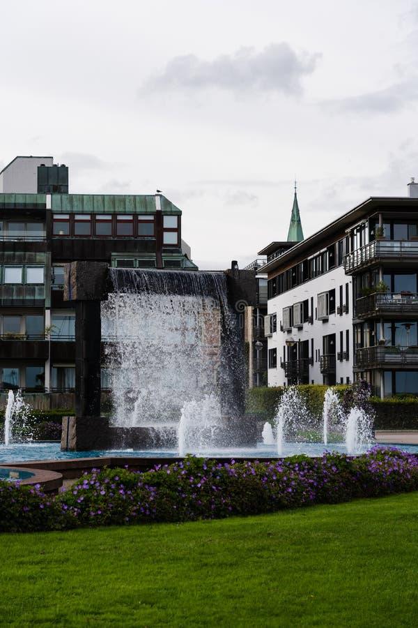 Kristiansand Norway Water fontain in Nupenparken (Otterdalsparken) parkeren stock afbeeldingen
