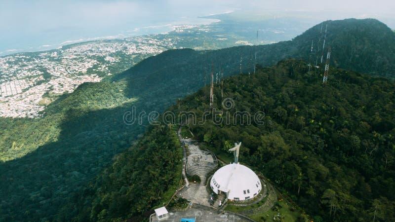 Kristus Förlossare på Pico Isabel de Torres arkivbild