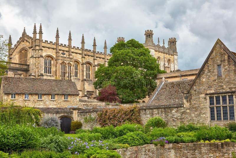 Kristuskyrkan som sett från de minnes- trädgårdarna oxford universitetar england royaltyfria foton