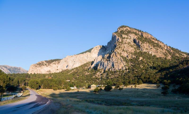 Kritaklippor av Mt Princeton Colorado royaltyfri bild