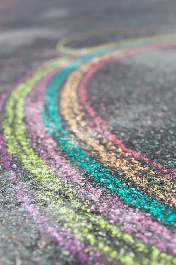 Kritateckning av regnbågen arkivfoton